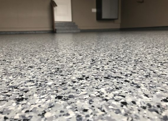 https://sydepoxyflooring.com.au/wp-content/uploads/2020/03/epoxy-flake-floor-2-570x410.jpg